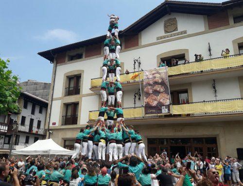 Els Castellers de Vilafranca descarreguen el primer castell de 9 vist mai al País Basc