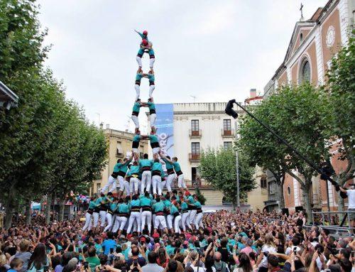 Els Castellers de Vilafranca descarreguen la torre de nou a Mataró