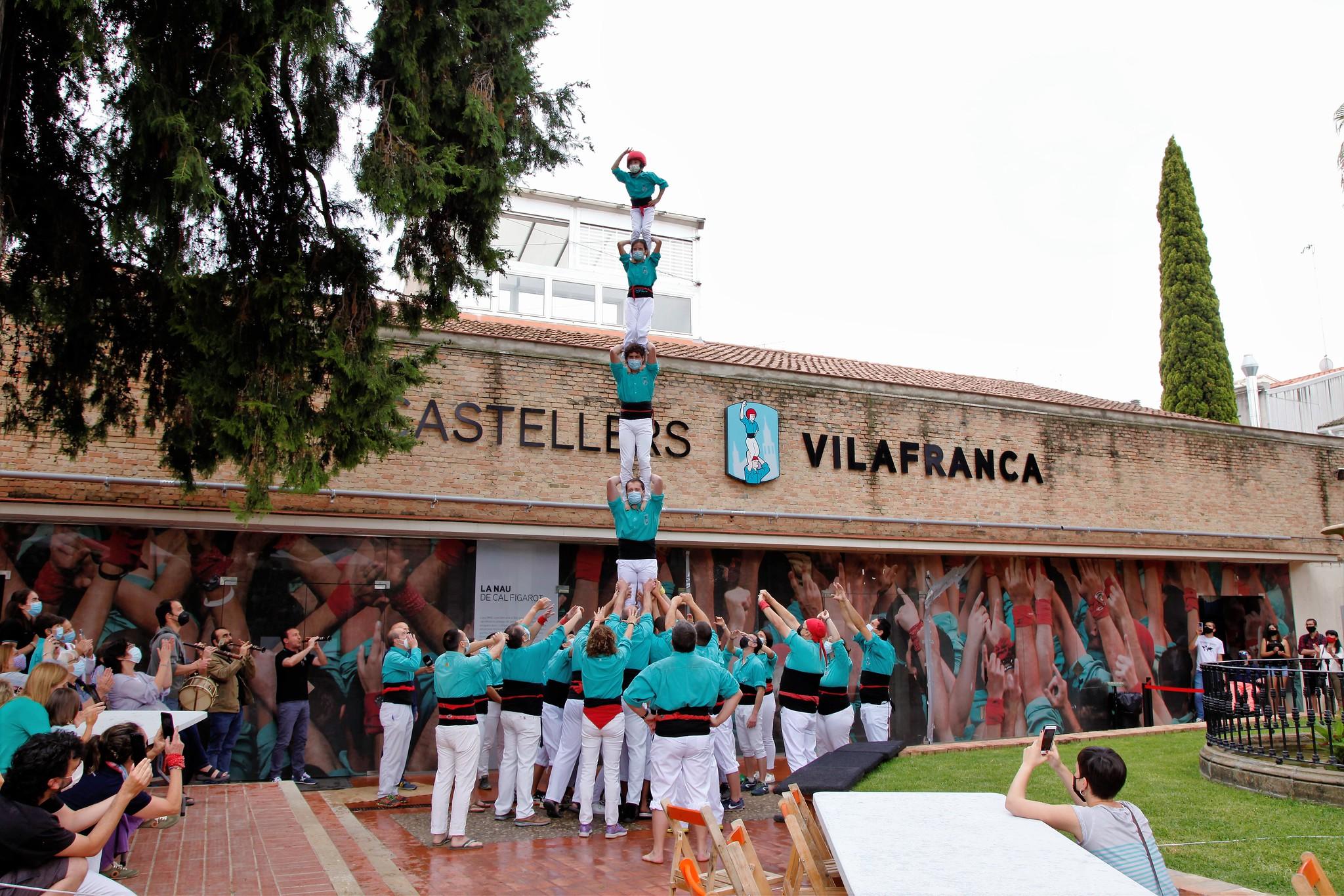 pilar dia del graller castellers de vilafranca